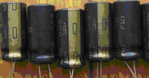 防爆纹:字母K字形;识别颜色:紫色或褐色;识别字母:Rubycon Rubycon(红宝石电解电容),日本三大电容器厂家之一,其产品以铝电解电容、塑胶薄膜电容器为主.铝电解电容有MCZ,MBZ,ZL,YXG系列电容。 MCZ系列电容 RUBYCON顶级系列电容,与三洋的OSCON 固态电容有得一拼。只有高端电子产品才会有MCZ的身影。 MBZ系列电容 Rubycon高级系列电容。通常出现在升技的主板上。升技的中高端主板全部采用的是Rubycon的电容。CPU供电部分一般也是采用的MBZ系列。MBZ系列电